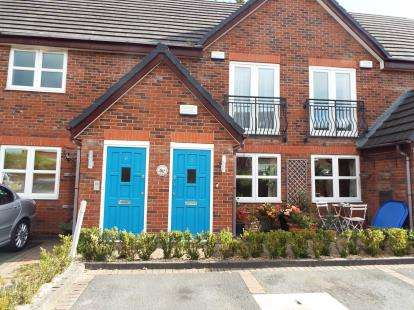 2 Bedrooms Flat for sale in The Farthings, Lymm, Cheshire
