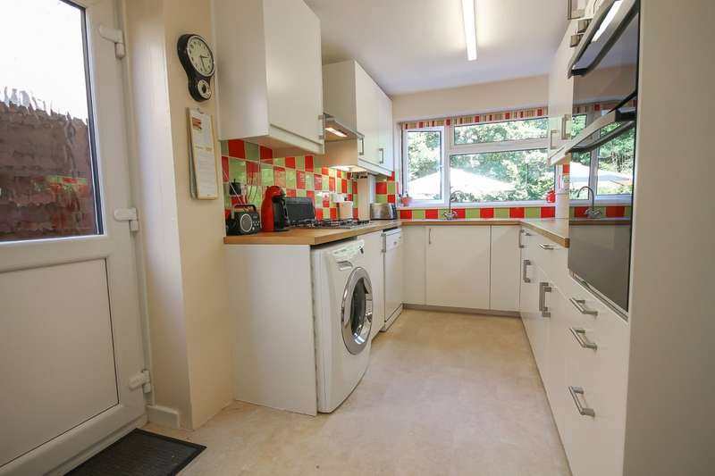 5 Bedrooms Detached House for sale in Tennyson Rise, East Grinstead