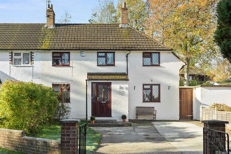 3 Bedrooms Semi Detached House for sale in Styles End, Bookham, Leatherhead