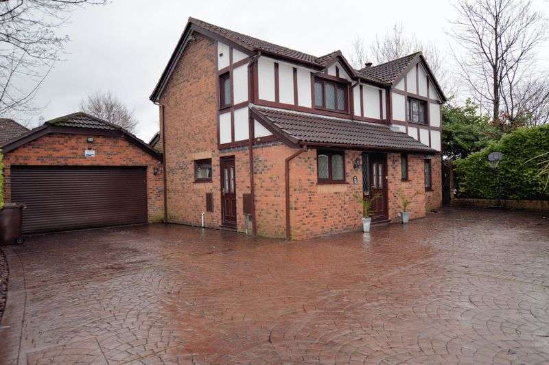 4 Bedrooms Detached House for sale in Bamburgh Close, Radcliffe