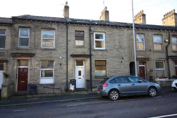 4 Bedrooms Terraced House for sale in Wakefield Road, West Yorkshire, HX6 2AZ