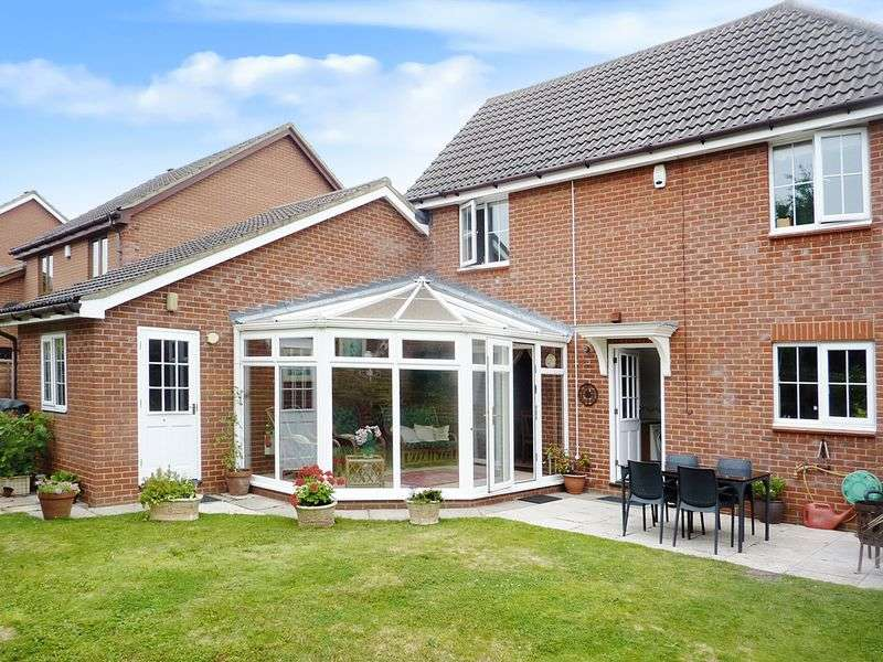 4 Bedrooms Detached House for sale in Stirling Close, Drayton
