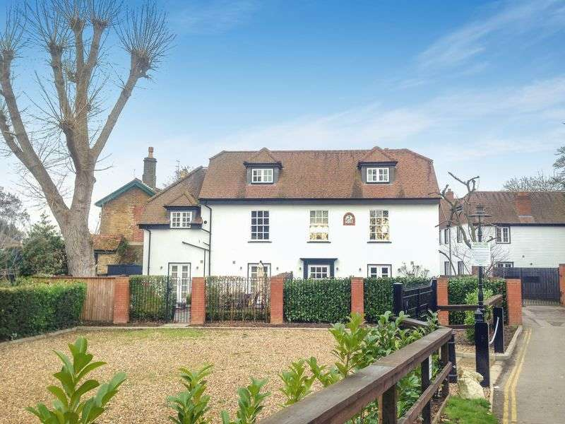 3 Bedrooms Flat for sale in Boulters Lock Island, Maidenhead