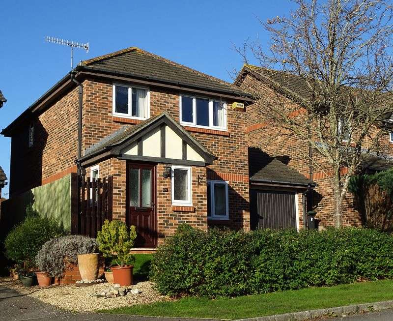 3 Bedrooms Detached House for sale in Myrrfield Road, Bishopdown Farm