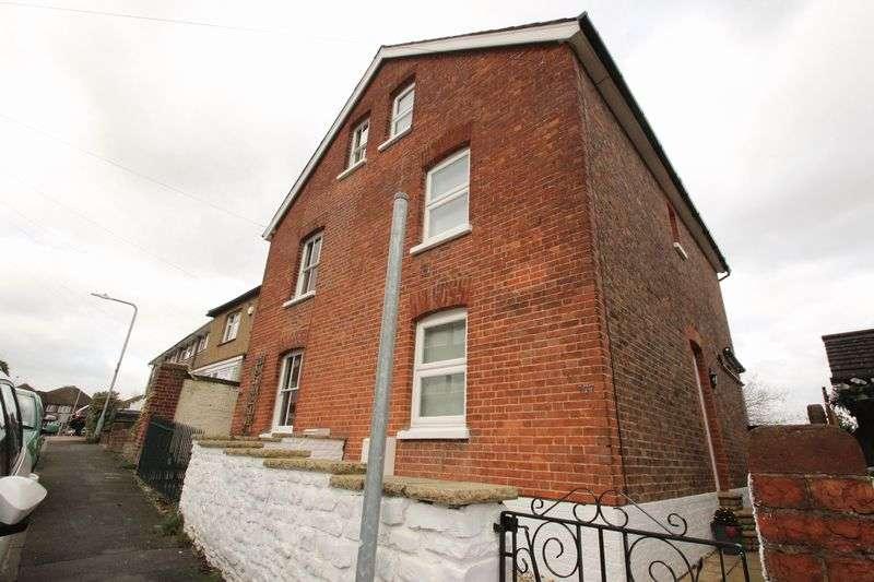 4 Bedrooms Semi Detached House for sale in Woodside Road, Tonbridge
