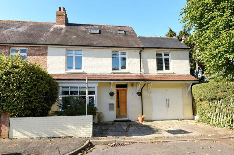 4 Bedrooms Semi Detached House for sale in Tregarth Road, Summersdale, Chichester, PO19
