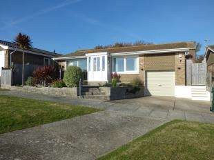 2 Bedrooms Bungalow for sale in Chiltington Way, Saltdean, Brighton, East Sussex