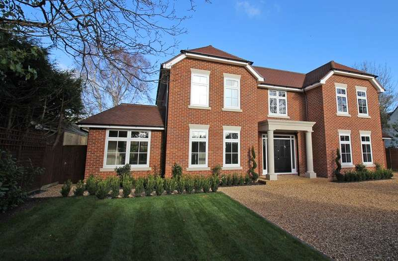 4 Bedrooms Detached House for sale in Barrs Avenue, Hampshire