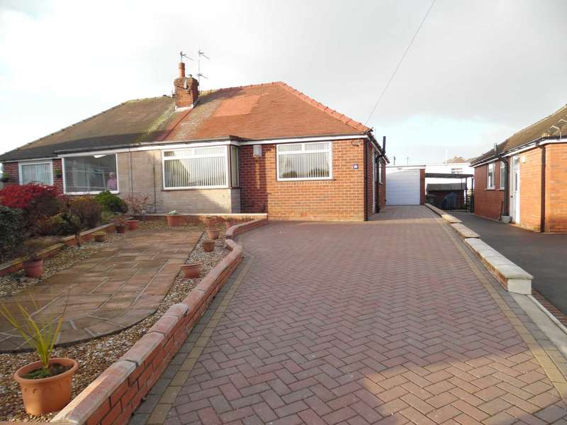 3 Bedrooms Bungalow for sale in Clevelands Close, High Crompton, Shaw.