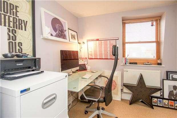 3 Bedrooms Maisonette Flat for sale in Brookwood Road, LONDON, SW18 5BD