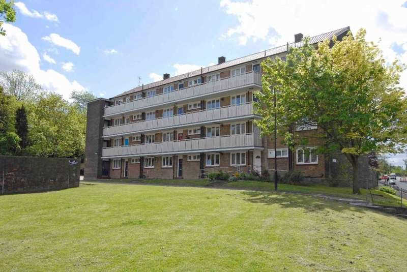 3 Bedrooms Apartment Flat for sale in Wood Vale, London, SE23 3DY