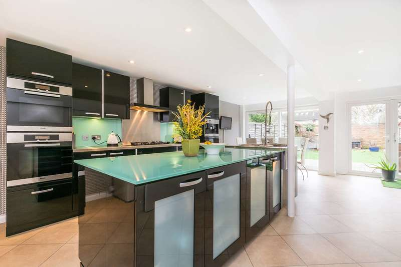 3 Bedrooms House for sale in Perryfield Way, Ham, TW10