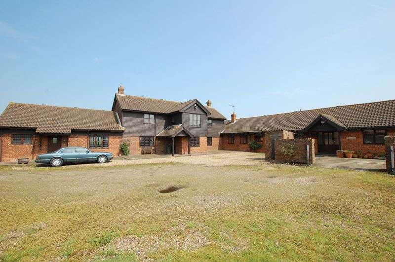7 Bedrooms Semi Detached House for sale in Orsett
