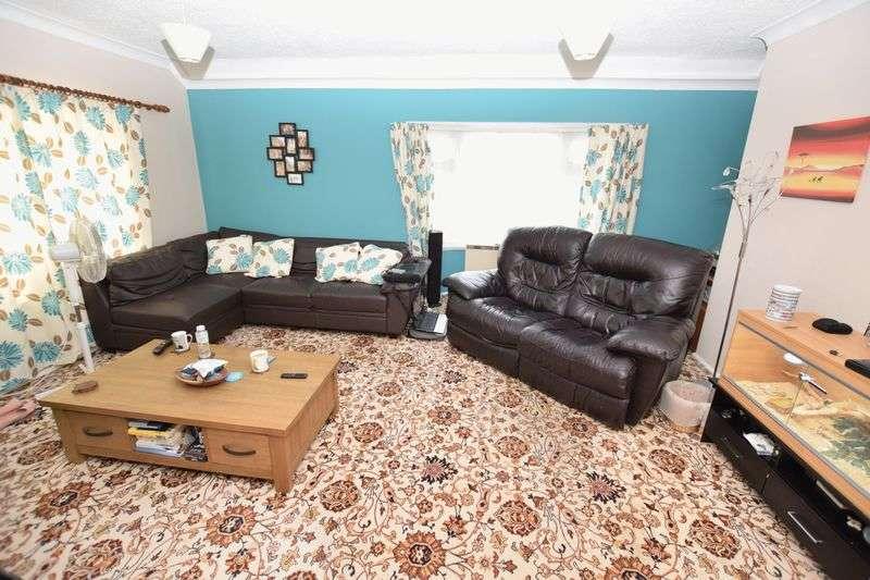 2 Bedrooms Flat for sale in Bruton Avenue, Westcliff-On-Sea