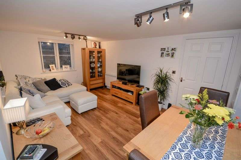 2 Bedrooms Flat for sale in Padstow Road, Churchward Park