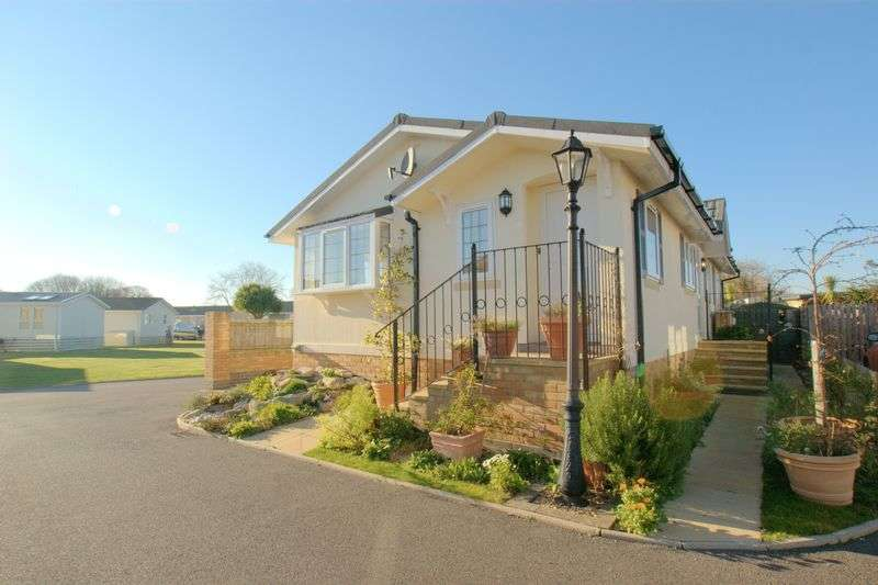 2 Bedrooms Detached Bungalow for sale in Beaulieu Gardens , Christchurch