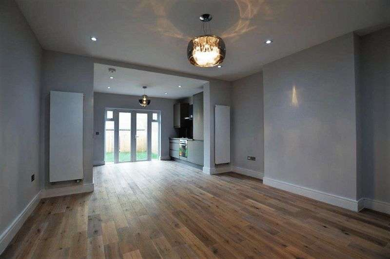 2 Bedrooms Flat for sale in Heath Road, Harrow