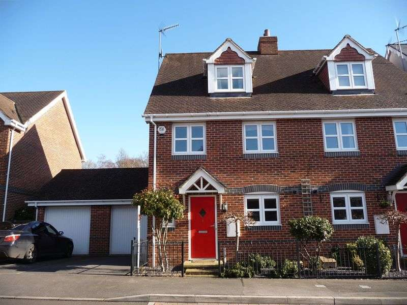 4 Bedrooms Semi Detached House for sale in Stretcher Drive, Hermitage