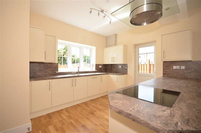 3 Bedrooms Semi Detached House for sale in New North Road, Hainault, Ilford, Essex