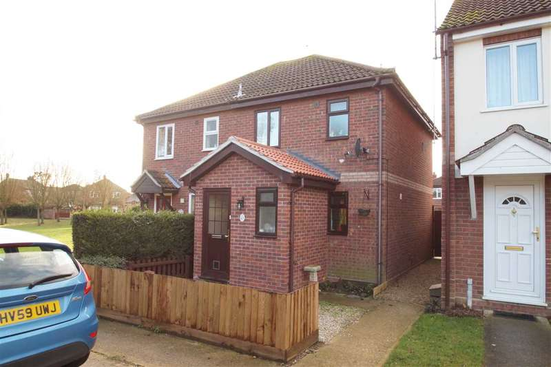 2 Bedrooms Semi Detached House for sale in Pembroke Close, Colchester