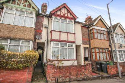 3 Bedrooms Terraced House for sale in Cromwell Road, Luton, Bedfordshire