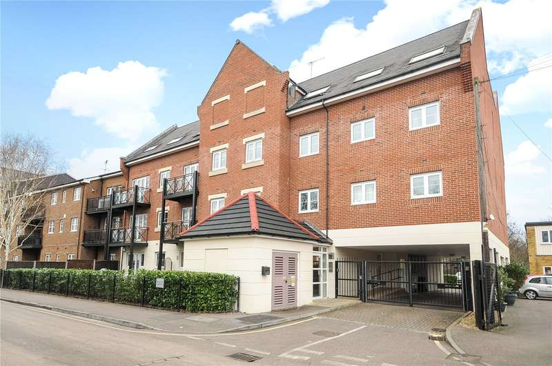 2 Bedrooms Apartment Flat for sale in Webster Court, Wharf Lane, Rickmansworth, Hertfordshire, WD3