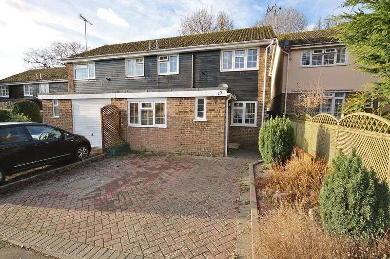 3 Bedrooms Semi Detached House for sale in Rother Close, Storrington