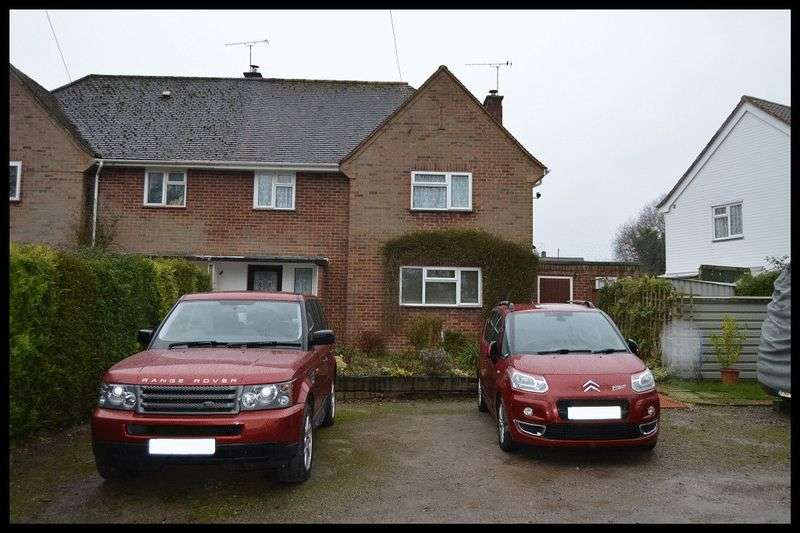 3 Bedrooms Semi Detached House for sale in Copse Close, Rushington