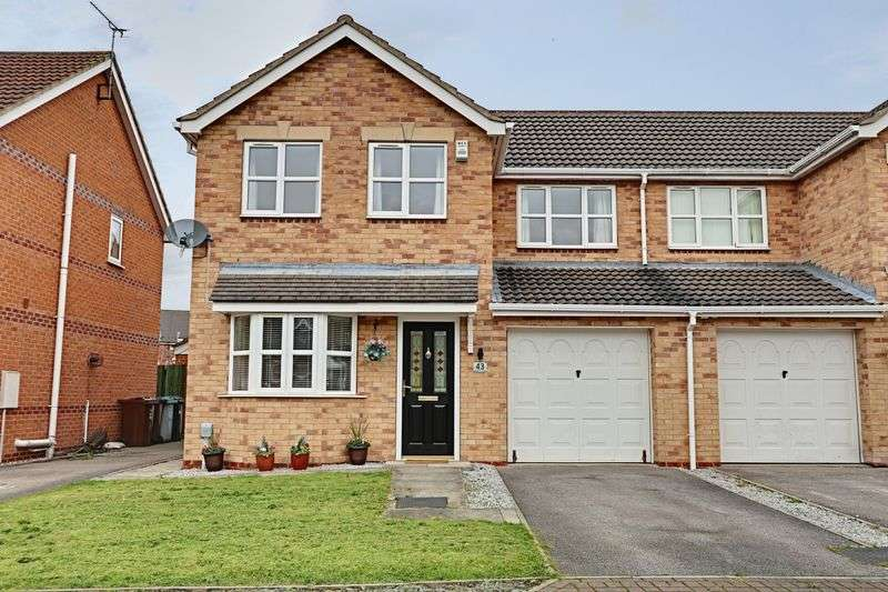 3 Bedrooms Semi Detached House for sale in Knightley Way, Kingswood