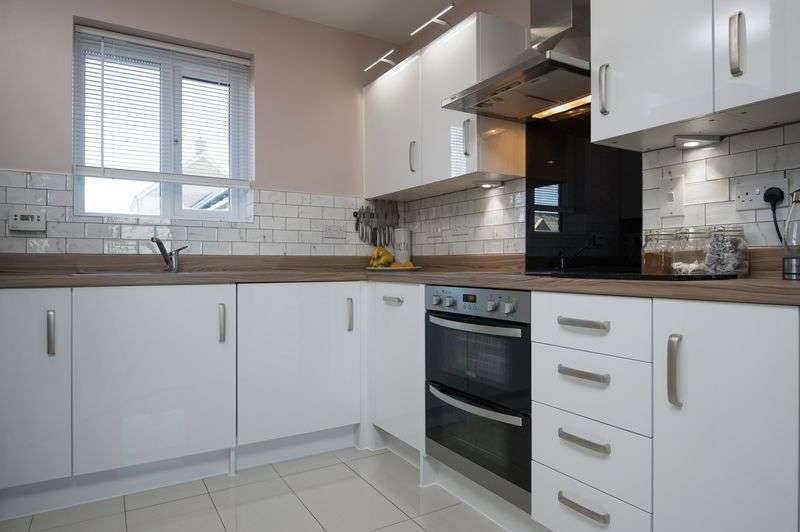 2 Bedrooms Flat for sale in Delphinium Court, St. Neots