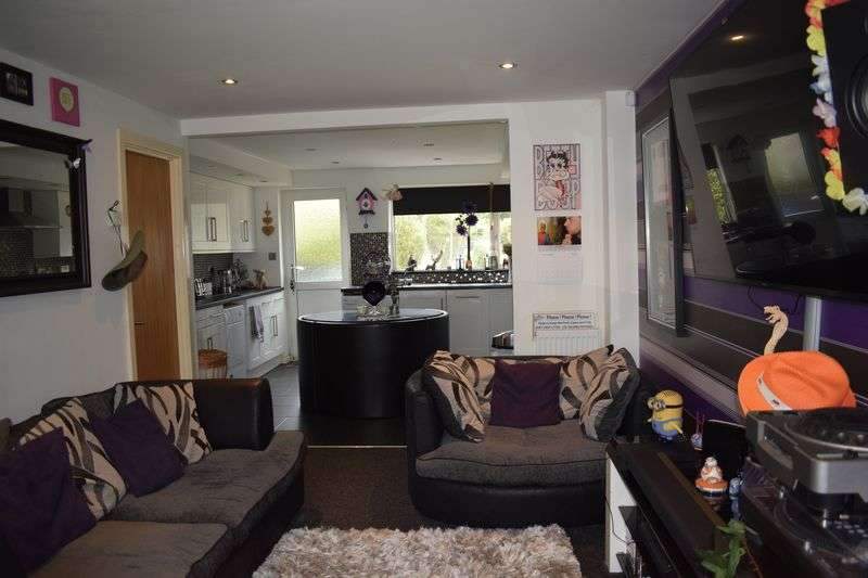 2 Bedrooms Semi Detached House for sale in Cherwell Avenue, Heywood