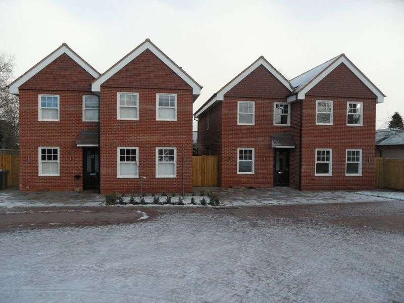 5 Bedrooms Detached House for sale in LANE END, HIGH WYCOMBE - a five bedroom detached luxury new home