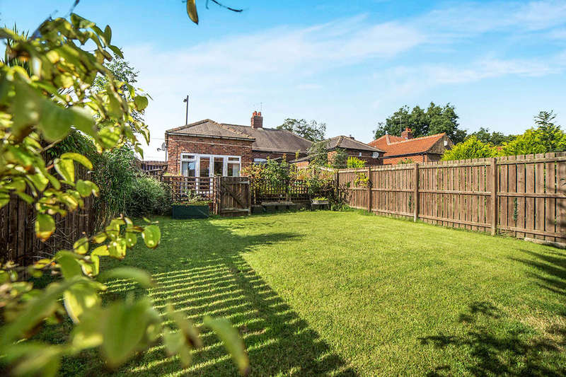 2 Bedrooms Semi Detached Bungalow for sale in Benfield Road, Newcastle Upon Tyne, NE6