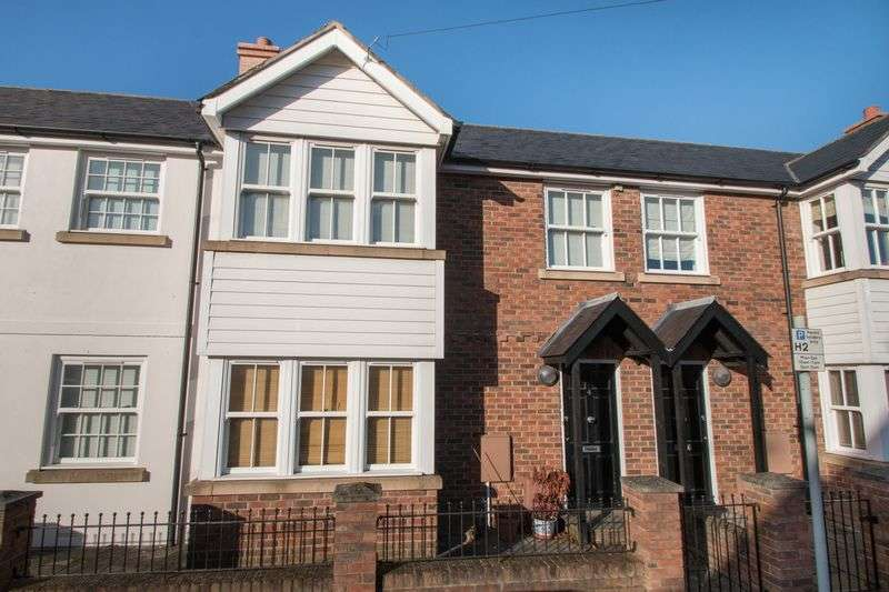 2 Bedrooms Terraced House for sale in Melbourne Road, Chichester