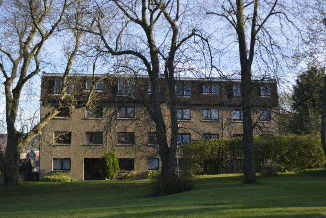 2 Bedrooms Flat for rent in Grandtully Drive, West End, Glasgow