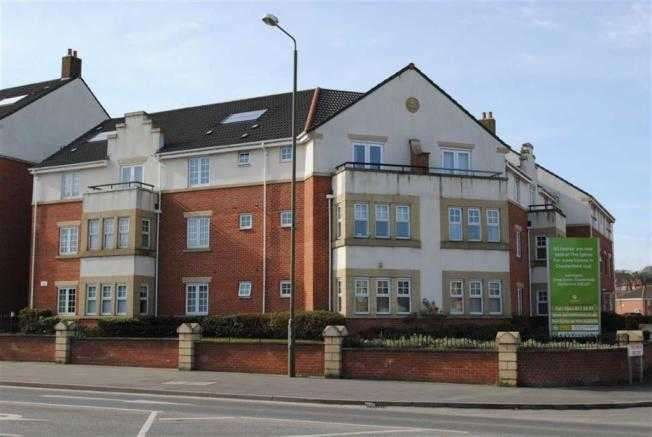 2 Bedrooms Apartment Flat for sale in Grasscroft House, Archdale Close, Chesterfield