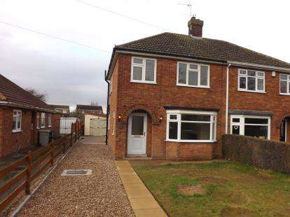 3 Bedrooms Semi Detached House for sale in Louth Road, Holton-Le-Clay, Grimsby