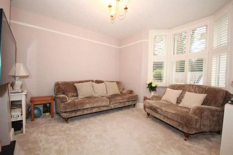 3 Bedrooms Detached House for sale in 3 BED DETACHED CHARACTER HOME WITH OFF ROAD PARKING IN Collett Road, Boxmoor
