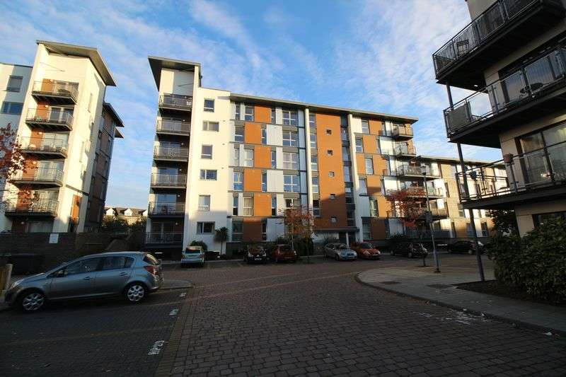 2 Bedrooms Flat for sale in Three Bridges, Crawley