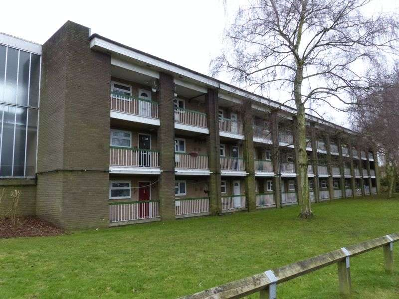 2 Bedrooms Flat for sale in Bourne End