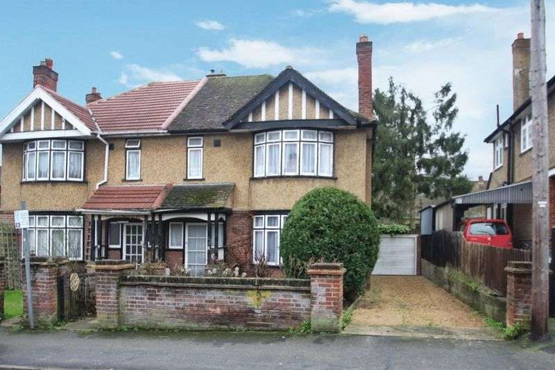 3 Bedrooms Semi Detached House for sale in Plumer Road, High Wycombe