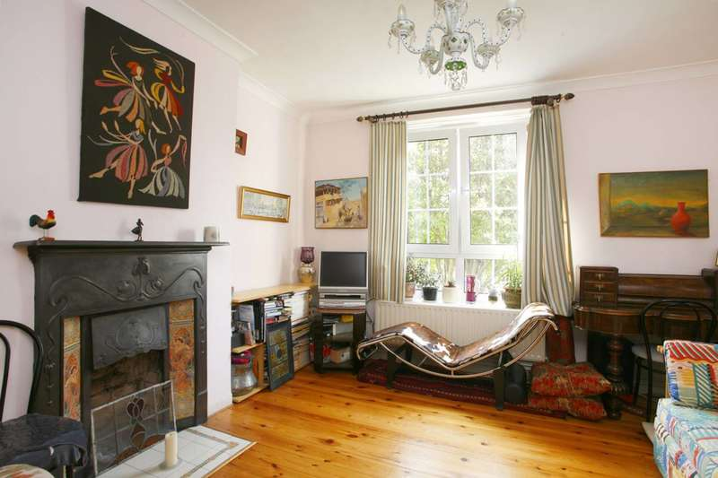2 Bedrooms Flat for sale in Prusom St, Wapping, E1W