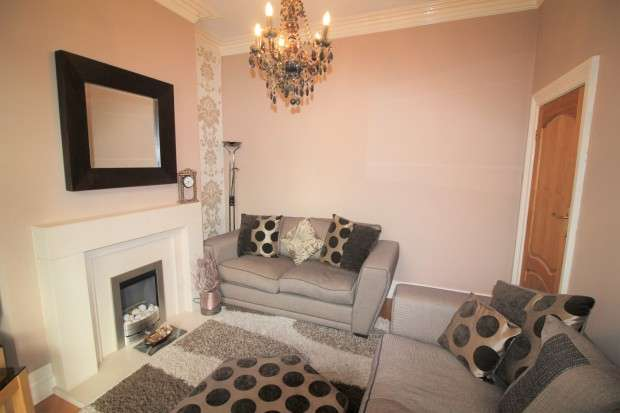 3 Bedrooms Terraced House for sale in Seabank Road, Fleetwood, FY7