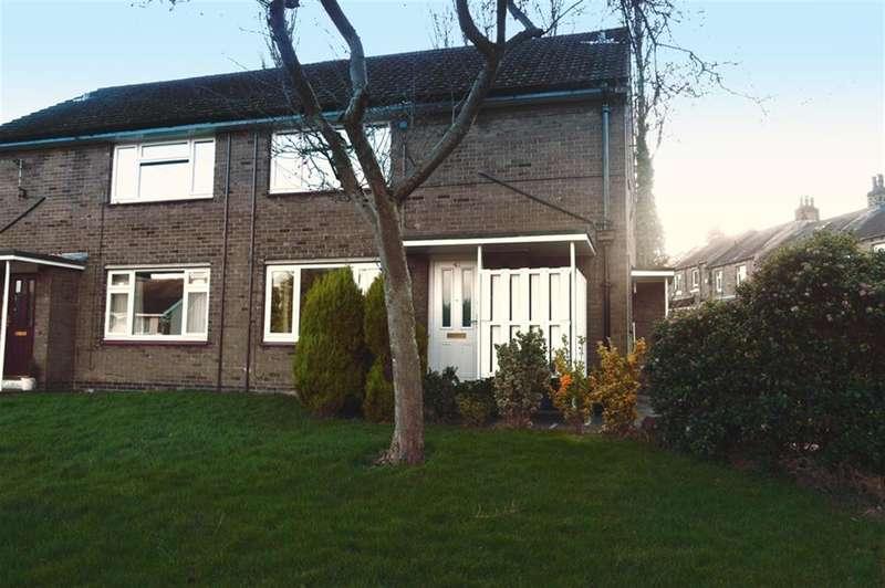 1 Bedroom Ground Flat for sale in Broadgate, Almondbury, Huddersfield, HD5 8HP