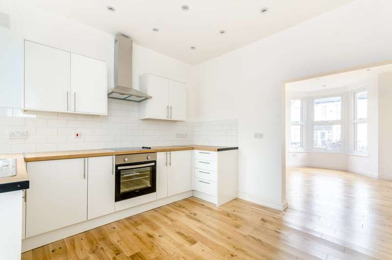 2 Bedrooms Flat for sale in Albacore Crescent, Ladywell, SE13