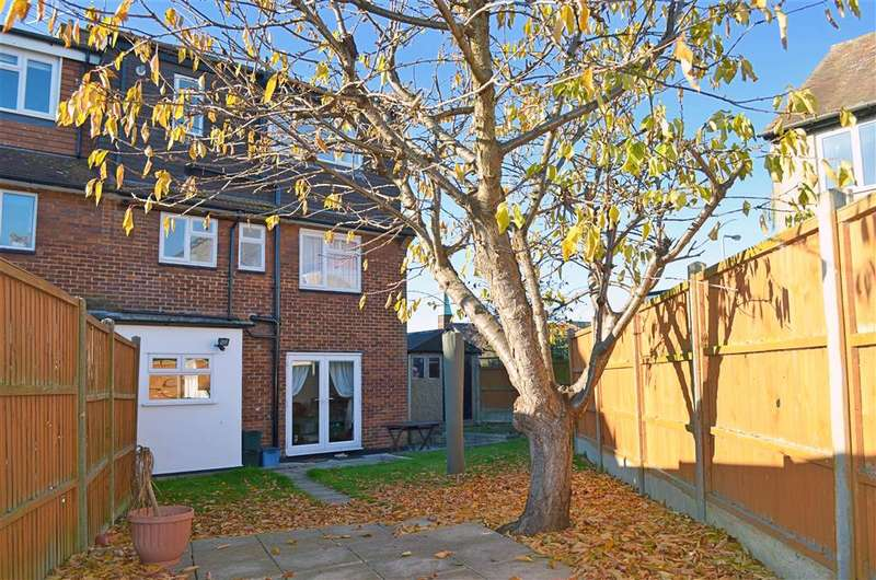 3 Bedrooms End Of Terrace House for sale in Manford Cross, Chigwell, Essex