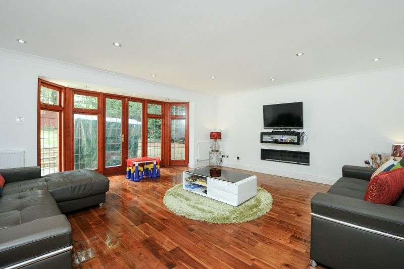 5 Bedrooms Detached House for sale in Davenham Avenue, Northwood