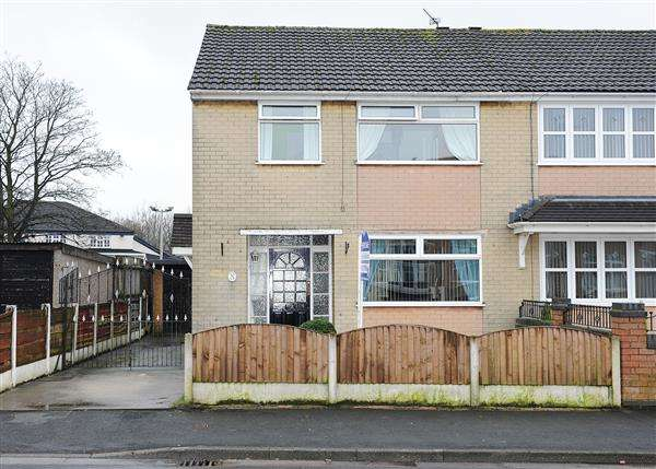 3 Bedrooms Semi Detached House for sale in 104 Broadway, Irlam M44 6DQ