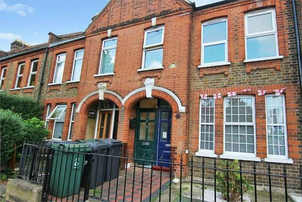 2 Bedrooms Flat for sale in Brettenham Road, Walthamstow, London