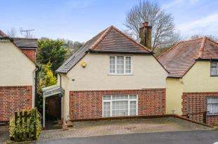 3 Bedrooms Detached House for sale in Downsway, Whyteleafe, Surrey